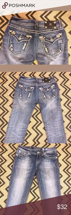 """Miss me Capris Size 27 Miss Me Capris  Womens Size 27  In great condition  Inseam-21.5""""  Flap back pockets with beautiful detail Miss Me Jeans Ankle & Cropped"""