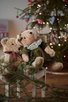 A Teddy Bear Christmas Christmas Teddy Bear, Cozy Christmas, Little Christmas, Country Christmas, Christmas Colors, All Things Christmas, Christmas Themes, Christmas Holidays, Christmas Decorations