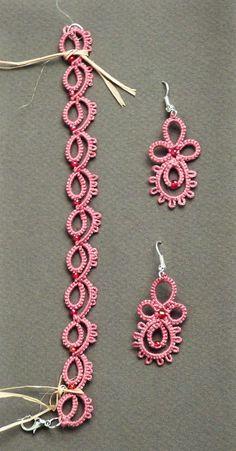 Earrings and bracelet in frivolité.