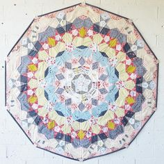 Pirouette Paper Piecing Quilt Free Pattern Designed by Jodi of Tales of Cloth Quilting Tutorials, Quilting Projects, Quilting Ideas, Sewing Tutorials, Millefiori Quilts, Hexagon Quilt, Hexagons, Hexagon Patchwork, Civil War Quilts