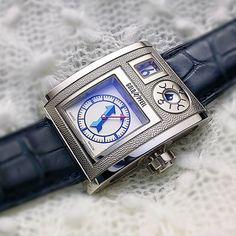 u have to be a serious watch nerd to know this watch. like Harry Winston Opus project, this watch is created from a collaboration by defunct German luxury brand Goldpfeil and 7 members of AHCI. this piece is by Vianney Halter.