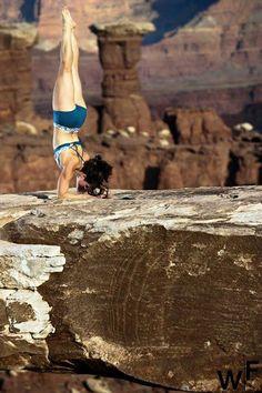 "♂ Yoga nature body mind strength ""Worrying does not take away tomorrow's troubles. It takes away today's peace. Yoga Handstand, Bikram Yoga, Handstands, Yoga Inspiration, Fitness Inspiration, Namaste, Yoga Balance Poses, Pilates, Yoga Photos"