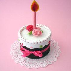 So Cute! Felt mini cake. Pincushion??