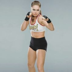 Best Weight Loss Tips in Just 14 Days If You want to loss your weight then make a look in myarticle. Ronda Rousey Pics, Ronda Jean Rousey, Best Weight Loss, Weight Loss Tips, Female Mma Fighters, Rowdy Ronda, Wwe World, Wwe Womens, Wwe Divas