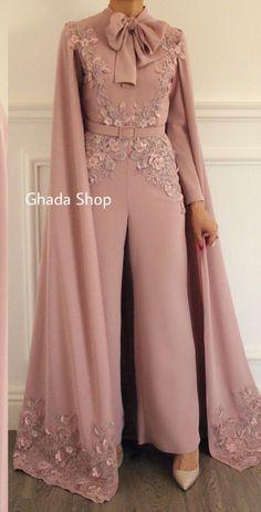 Soirée jumpsuit - İslami Erkek Modası 2020 - Tesettür Modelleri ve Modası 2019 ve 2020 Jumpsuit Prom Dress, Hijab Dress Party, Hijab Evening Dress, Chiffon Evening Dresses, Evening Gowns, Jumpsuit Hijab, Prom Dresses, Long Dresses, Dress Pants