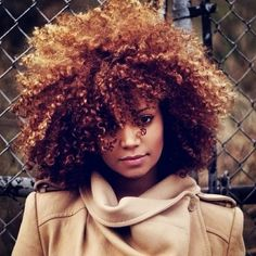 Peinados para pelo rizado. Ideas para controlar tus rizos y que queden perfectos.   #pelo #peinados #pelosuelto