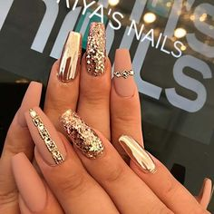 23 Gold Nail Designs For Your Next Trip to The Salon Matte and Gold Coffin Nails Prom Nails, Bling Nails, My Nails, Salon Nails, Fancy Nails, Wedding Nails, Stylish Nails, Trendy Nails, Cute Nails