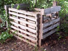 Recycle wood pallets to make a homemade garden compost bin. Learn all about compost, the natural way to make food for your garden by clicking on this image!