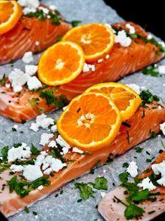 Mehukas uunilohi herkullista ja kevyttä arkiruokaa parhaimmillaan, joka kypsyy uunin lämmössä noin 15 minuutissa. #kala #lohi #kalaruoka #arkiruoka Baking, Orange, Fruit, Bakken, Backen, Sweets, Pastries, Roast