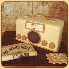 Vintage radio  - Cake by Crew Cakes