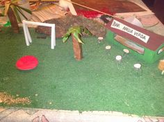 Montant la maqueta: Zona bar i parc infantil.