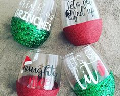 Gifts For Friends Christmas Secret Santa Seasons Ideas For 2019 Glitter Wine Glasses, Diy Wine Glasses, Decorated Wine Glasses, Painted Wine Glasses, Christmas Gift Exchange, Christmas Gifts For Friends, Cricut Christmas Ideas, Christmas Crafts, Christmas Christmas