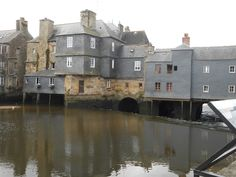 Landerneau . bretagne. France Images, Mansions, House Styles, Brittany France, Bridge, Fancy Houses, Mansion, Manor Houses, Mansion Houses