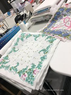 Vintage Embroidery, Ribbon Embroidery, Quilt Top, Swag, Quilts, How To Make, Quilt Sets, Quilt, Log Cabin Quilts