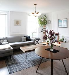 This living room makes me swoon.  I love the coffee table with the hairpin legs.  xoxo