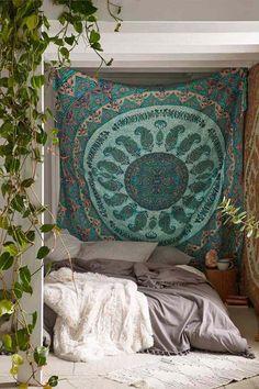 déco bohème et tête de lit avec tapis oriental