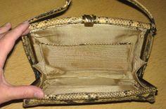 Schlangenleder - Handtasche (Python) aus den 30er Jahren, Die Maße: 24 cm breit,18 cm hoch, Tragriemen 45 cm.