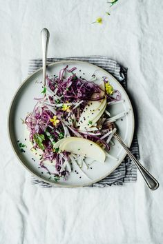 Wtf do you do with that purple kohlrabi you picked up at a Local Roots market? A kohlrabi and purple cabbage slaw with a ginger sesame dressing - DUH 💜💜💜 Dish inspo from Vegetarian Recipes, Healthy Recipes, Healthy Meals, Pescatarian Recipes, Diet Recipes, Greek Recipes, Salmon Recipes, Yummy Recipes, Healthy Food