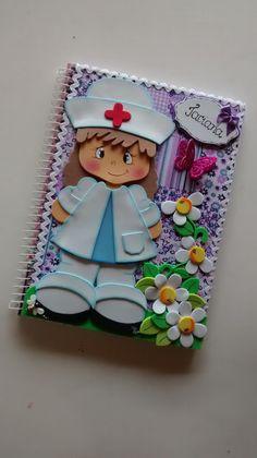 Caderno espiral com 96 folhas e capa dura,revestida com tecido(estampa de acordo com estoque) e decorado em eva