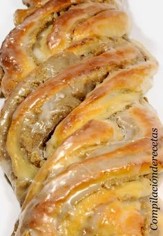Con las cantidades que se indican salen dos trenzas.     Ingredientes:   Para la masa:    400 grs. de harina de fuerza.   30 grs. d... Pan Dulce, Pan Bread, Bread Cake, Sweet Pastries, Bread And Pastries, Baking Recipes, Dessert Recipes, German Baking, Delicious Desserts