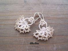 Boucles d'oreille mariage d'hiver via Bijoux dentelle frivolité Lilas Lace. Click on the image to see more!