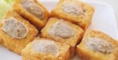 Jika sedang berkunjung ke Pacitan, jangan lupa untuk membeli makanan khas daerah ini, yaitu Tahu Ikan Tuna. Selain sehat, makanan yang tanpa bahan pengawet ini juga ramah dikantong.