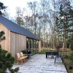 Contemporary barn in the woods. A contemporary grand designs style house with zinc roof a d cedar cladding that is my dream house exterior Contemporary Barn, Modern Barn, Modern Farmhouse, Construction Chalet, Zinc Roof, Building A Cabin, Weekend House, Architectural Styles, Wooden House