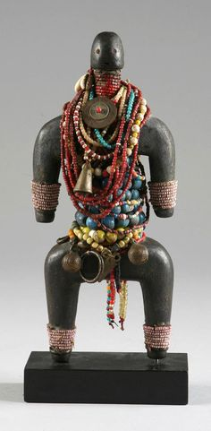 Africa | Doll from the Dowayo (aka the Namji) people of Cameroon | Wood, glass beads, coins, bells, metal, shells African Dolls, African Masks, African Jewelry, Ethnic Jewelry, Africa People, African Sculptures, Art Africain, Pretty Dolls, Aboriginal Art