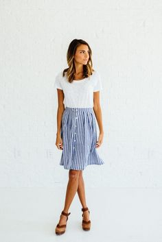 DETAILS: Perfect summer to fall transition skirt 100% Cotton/woven Model is wearing a small