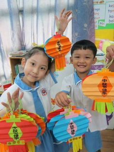 Chinese New Year Crafts For Kids, Chinese New Year Activities, Chinese New Year Decorations, Chinese Crafts, Chinese Art, Art For Kids, Japan For Kids, Chinese Food, Chinese Moon Festival