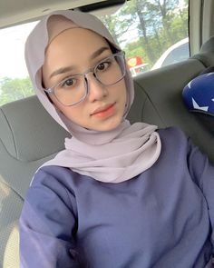 Tumblr is a place to express yourself, discover yourself, and bond over the stuff you love. It's where your interests connect you with your people. Hijab Teen, Arab Girls Hijab, Girl Hijab, Beautiful Hijab Girl, Beautiful Muslim Women, My Girl, Cool Girl, Hijab Chic, Ootd Hijab