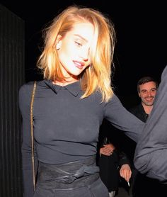 Rosie-Huntington-Whiteley Eye-Catching Haircut Ideas for Girls Girls Short Haircuts, New Haircuts, Medium Hair Styles, Short Hair Styles, Coiffure Hair, Strawberry Blonde Hair, Rosie Huntington Whiteley, Ginger Hair, Celebrity Hairstyles