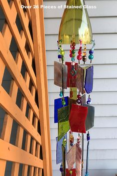 Wind Chime Sun Catcher Stained Glass Up-cycled Wine Bottle Top. Diy Wind Chimes, Glass Wind Chimes, Shabby, Bottle Top, Garden Art, Glass Garden, Garden Ideas, Garden Whimsy, Garden Junk