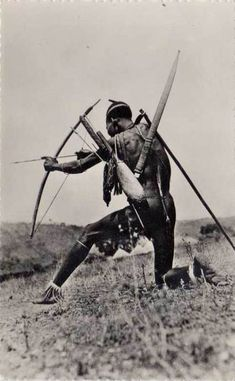 Ethnographic Arms & Armour - African bows and archery African Life, African Culture, African Art, African Warrior Tattoos, Tribal Warrior, Native American History, African History, Africa People, Anthropologie