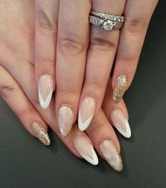 Seductive almond nails in such a gentle shades can be worn on any occasion.