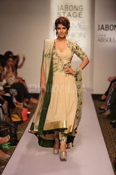 Nimrat Kaur turns showstopper for Shilpa Reddy at Lakme Fashion Week 2015