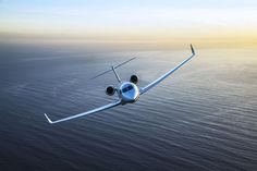 At the National Business Aviation Association in June, the line to catch a glimpse of the new Gulfstream private jet. Luxury Jets, Luxury Private Jets, Private Plane, Luxury Yachts, Mykonos, Santorini, Skyline Gtr, Lamborghini Gallardo, Aston Martin