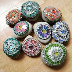 Mosaic Rocks, Mosaic Art, Mosaic Tiles, Glass Ceramic, Mosaic Glass, Decorative Rocks, Decorative Plates, Rock And Pebbles, Rock Decor