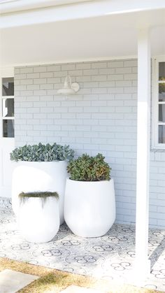 To say this transformed house has massive street appeal is an understatement – it's a head-turner, eye-grabber and jaw-dropper all in one! The Three Birds flipped the entire front façade to create a d Porch Tile, Concrete Porch, Painted Patio Concrete, Exterior Wall Light, House Paint Exterior, Three Birds Renovations, Feature Tiles, Brick Feature Wall, Brick Colors