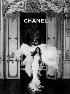 Couture in Harper's Bazaar Korea with Gisele Bundchen wearing Chanel Haute Couture - - Fashion Editorial Boujee Aesthetic, Bad Girl Aesthetic, Aesthetic Collage, Aesthetic Vintage, Aesthetic Pictures, Black And White Picture Wall, Black And White Pictures, Bedroom Wall Collage, Photo Wall Collage