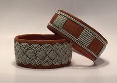 Tenntrådsbroderier. Leather Art, Leather Jewelry, Cuff Bracelets, Bangles, Bone Jewelry, Wire Weaving, Chainmaille, Handicraft, Fiber Art