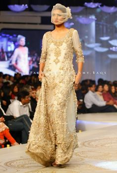 I love the kaam on this outfit, the gold and cream together is the same color combination I want.