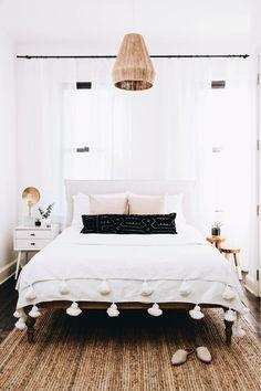 modern boho bedroom with rattan pendant #boho #bedroomdesign
