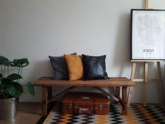 Oud houten bankje gemaakt van nieuw steigerhout en daarna in eikenhouten kleur gelakt. Entryway Bench, Furniture, Home Decor, Entry Bench, Hall Bench, Decoration Home, Room Decor, Home Furnishings, Arredamento