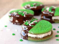 Blogger Brooke McLay from a href=http://www.cheekykitchen.com target=_blankCheeky Kitchen/a celebrates St. Paddy's Day with these fun and minty sandwich cookies.bLearn to make this recipe with our a href=http://www.bettycrocker.com/Menus-Holidays-Parties/All-Holidays/St-Patricks-Day/St-Patricks-Day-Cookie-Biteshow-to  article/a./b