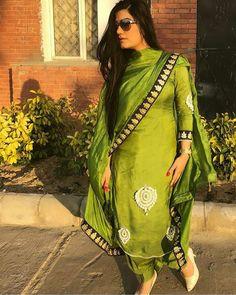 Pinterest • @bhavi91 Dhoti Salwar Suits, Designer Punjabi Suits Patiala, Patiala Suit Designs, Indian Designer Suits, Dress Indian Style, Indian Fashion Dresses, Indian Wear, Punjabi Suit Simple, Punjabi Girls