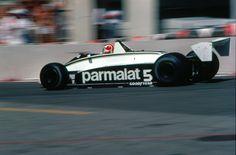 """Temporada de 1980 na Fórmula 1. O Brasil vivia uma época de vacas magras na Fórmula 1, desde que Emerson Fittipaldi deixou a McLaren para fundar a Fittipaldi (conhecida nos primeiros anos como Copersucar), única equipe nacional da história da categoria. O """"Rato"""", aliás, tinha vencido a última corrida na categoria, o GP da Inglaterra …"""