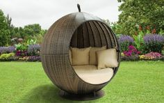 The Empress Apple Rattan Garden Wicker Day Bed
