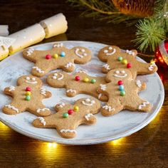 This simple Christmas recipe turns out perfect every time! Visit Schwartz for our festive Gingerbread Men recipe with our easy step-by-step instructions. Pudding Recipes, Dessert Recipes, Desserts, Gingerbread Man, Gingerbread Cookies, Ginger And Cinnamon, Golden Syrup, Simple Christmas, Christmas Tree