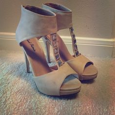 Nude heels They are Michael Antonio nude heels. They are a size 6.5. I've only worn them 3 times. I really needed a size 6 but was too stubborn to send them back for the smaller size.  Nothing is wrong with them,  they're just too big on me. Michael Antonio Shoes Heels